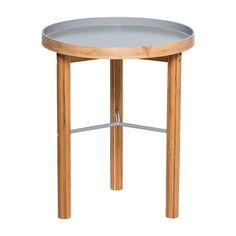 Beistelltisch aus Bambus in grau, klein  Produktinformationen und Artikeldetails  Klein aber fein..  Mit dem Beistelltisch aus Bambus von Bloomingville sorgst Du für eine dekorative Ablagemöglichkeit neben dem Sofa.  Bambus verleiht diesem Tisch nicht nur sein schönes Aussehen, es macht ihn auch zu einem besonders umweltfreundlichen Möbelstück.  Der Kontrast zwischen dem naturbelassenen Holz und der dunkelgrauen Tischplatte gefällt uns besonders gut.
