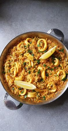 Rice with squid - My tasty cuisine Rice Recipes, Cooking Recipes, Healthy Recipes, Paella, Salmon Risotto, Lunches And Dinners, Meals, Calamari Recipes, Spanish Rice