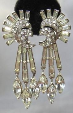 VINTAGE CROWN TRIFARI RHINESTONE CHANDELIER CLIP EARRINGS BEAUTIFUL!