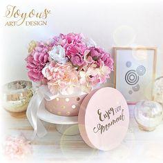 Nove dekorace na @flercz Krasny vikend vsem💕💐☀️Have a nice weekend💕#flercz #vikend #jaro #kvetiny #floristika #dekorace #handmade #vyrobenosrdcem #svadba #svatba #praha #prague #czech #fleur #flowers #flowerbox #flowerlovers #beautiful #wedding #weekend #spring #florist #instagood #instaflower #pink #decor