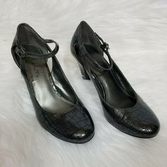 b203a06560a Sam and Libby 3 1 2 inch Mary Jane Pumps Heels Shoes Size 9 Dark