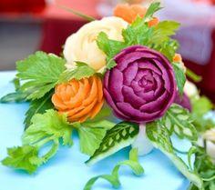 bouquet décoratif de fleurs en carottes et betterave
