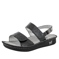 Heel-strap sandal in Yeehaw Black leather. Three adjustable buckle strap allowing for a custom fit. Cork, memory foam and polyurethane footbed creating a ‰ÛÏperfe