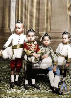 Prince in the Chakri Dynasty Kingdom of Thailand in the past. Crown Prince Of Thailand, Old Pictures, Old Photos, Thailand National Costume, Thai Traditional Dress, Thai Style, Prince And Princess, Cambodia, The Past