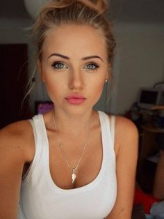 perf natural makeup! ...The blush and bronzer might be a bit obvious, but very cute otherwise!