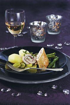 Kalkkunafileepihveistä, salvianlehdistä ja palvikinkusta valmistetaan italialaistyyppisiä saltimboccakääryleitä.