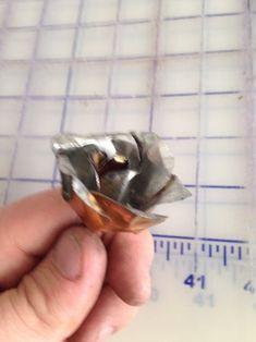 Aluminum Can Crafts, Tin Can Crafts, Aluminum Cans, Metal Crafts, Jar Crafts, Tin Can Art, Tin Art, Metal Roses, Metal Flowers