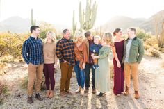 Fall Family Picture Outfits, Family Pictures What To Wear, Extended Family Photos, Fall Family Pictures, Photography Words, Family Posing, Family Photographer, Photo Sessions, Styling Tips