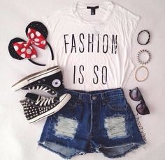 This would be such a cute outfit to wear to Disney world! I love the converse! #disney #outfit #cutie