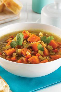 Vous cherchez une idée de soupe végé rassasiante et réconfortante? Cette soupe aux lentilles et patates douces à la mijoteuse est la combinaison parfaite pour une recette nourrissante et savoureuse. Sweet Potato, Camping, Vegetables, Food, Lentil Soup, Stuffed Sweet Potatoes, Cream Soups, Slow Cooker, Suit
