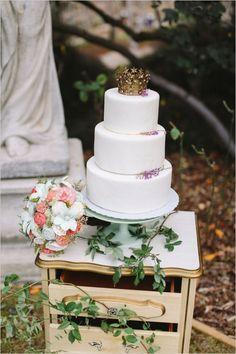 crown topped wedding cake #weddingcake #caketopper #weddingchicks http://www.weddingchicks.com/2014/03/31/sweet-heirloom-garden-wedding-inspiration/