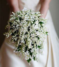 this bouquet is so beautiful, but I'm not sure what kind of flowers these are ...looks like stephanotis and lilies of the valley- 2very traditional wedding bouquet flowers!!