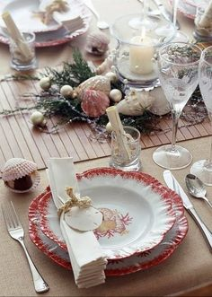 TRÈS CHIC HOUSE: CHRISTMAS IN THE BEACH HOUSE
