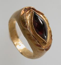 Finger Ring with Oval Bezel - gold   garnet c2bbd0aeffd6c
