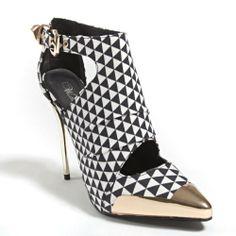 Wild Rose Womens WILSON01 Closed Pointy Metal Toe Ankle Strap Cut Out Crinkle Gold Geometric High Heel Stiletto Pump Shoes, Black White Fabric, 8 B (M) US Wild Rose http://www.amazon.com/dp/B00I022V70/ref=cm_sw_r_pi_dp_J0jQtb09F07E5XTX