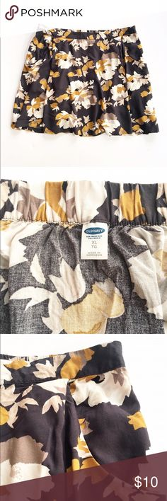 Old Navy floral skirt Lovely and flowing floral print skirt from Old Navy, size XL. Front waistband is flat, back is elastic. Front pockets, excellent condition. Old Navy Skirts