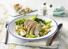 Caesar Salat mit Hähnchenbrust und Croutons #hähnchen #hähnchenbrust #chicken #caesar #caesarsalad #salad #salat #gefluegel #geflügel #genuss #sommersalat #croutons #rezept