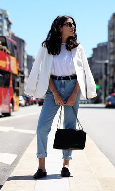 off-white blazer, white tee, black belt and mules, jeans Minimal Fashion, Urban Fashion, Fashion Looks, Classic Outfits, Trendy Outfits, Fashion Outfits, Jeans Fashion, Girly Outfits, Mon Jeans