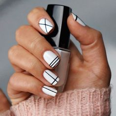 Modele ongle gel blanc et noir, ongle en gel deco blanc et Nail Art Diy, Easy Nail Art, Cool Nail Art, Diy Nails, Gelish Nails, White Nail Designs, Nail Art Designs, Makeup Black, Nail Salon Design