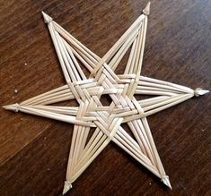 1 million+ Stunning Free Images to Use Anywhere Straw Weaving, Paper Weaving, Weaving Art, Handmade Christmas Decorations, Xmas Decorations, Holiday Ornaments, Corn Dolly, Basket Weaving Patterns, Straw Art