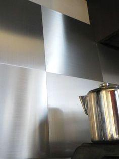 METAL DECOR Panneau mural adhésif en véritable aluminium brossé,résistant à la chaleur et à l'humidité, 45€ les 3 panneaux de  30x30 cm