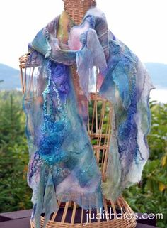 Nuno Felting, Needle Felting, Shabby, Felt Art, Layered Look, Silk Painting, Hobbies And Crafts, Art Forms, Fiber Art