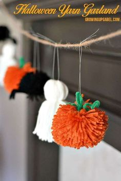 5 Free Pom Pom Projects - Marly Bird™ 5 Free Pom Pom Projects - Marly Bird™<br> Pom Poms are all over the place. Join me to look at these five FREE pom pom projects and make one of your own today. Casa Halloween, Holidays Halloween, Halloween Treats, Halloween Projects, Easy Halloween Decorations Diy, Halloween For Kids, Fun Halloween Crafts, Haloween Craft, Pom Pom Decorations