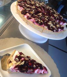 Pavlova, Acai Bowl, Deserts, Food And Drink, Pie, Cupcakes, Sweets, Cookies, Breakfast