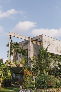 Patisandhika and Daniel Mitchell complete A Brutalist Tropical Home in Bali. Patisandhika and Daniel Mitchell complete A Brutalist Tropical Home in Bali. Bali House, Bali Architecture, Tropical Architecture, Concrete Houses, Padang, Tropical Landscaping, Tropical Houses, Brutalist, Tropical Flowers