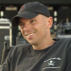 His smile melts my heart each time! Male Country Singers, Top Country Songs, Country Music Quotes, Country Music Videos, Country Music Artists, Country Guys, Country Concerts, Kenney Chesney, No Shoes Nation