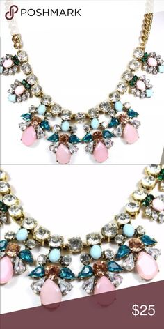 Gorgeous rhinestone necklace Like new! No stones missing. Jewelry Necklaces