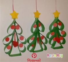 Kids are sure to delight in painting their initials. They can get really creative decorating their tree however they want to. Office Christmas, Noel Christmas, Christmas Gifts, Paper Ornaments, Christmas Tree Ornaments, Christmas Decorations, Tree Decorations, Christmas Paper Crafts, Holiday Crafts