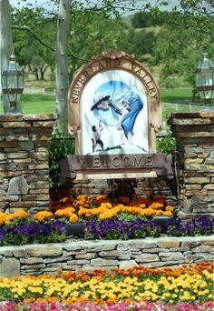 O rancho Neverland Michael Jackson Neverland, Terra Do Nunca, Neverland Ranch, Michael Love, Valley Ranch, Abandoned Amusement Parks, King Of Music, The Jacksons, Jackson 5