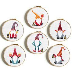 Cross Stitch Disney, Cute Cross Stitch, Cross Stitch Designs, Cross Stitch Patterns Free Easy, Santa Cross Stitch, Cross Stitch Numbers, Free Cross Stitch Charts, Free Charts, Diy Gift Christmas