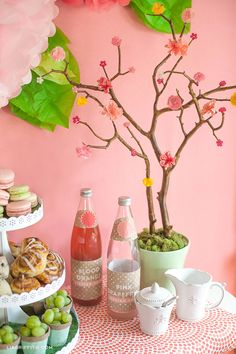 This gorgeous DIY brunch setting is easy to make with Martha Stewart Crafts and some creativity. The Spring in Bloom theme is a perfect way to share love to you mom.