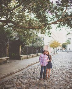Planning your engagement session for downtown Charleston, SC gives you a historic, urban feel that you cannot get anywhere else. There are parks, live oaks, cobblestone streets, theaters, colorful architecture, industrial, vintage, courtyards, palm trees, water and much more! | Engagement and engagement outfit inspiration. | Photo by @billiejojeremy. #engaged #Charleston #engagement #portraits #explore #cobblestone #urbanengagement