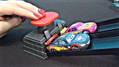 Macchine italiano. Il set gioco Disney Pixar Cars doppia corsia duello. ...