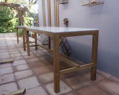 Mesa alta madera de petiribi y tapa de mármol de carrara
