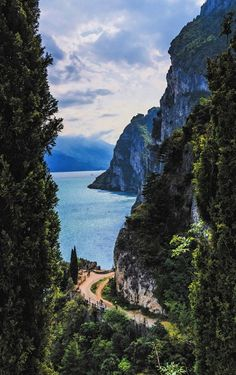 5 Italian Lakes That Will Make Any Trip To Italy Extra Speci.- 5 Italian Lakes That Will Make Any Trip To Italy Extra Special 𝑅𝒾𝓋𝒶 𝒹𝑒𝓁 𝒢𝒶𝓇𝒹𝒶 - Landscape Photography, Nature Photography, Travel Photography, Poster Photography, Photography Classes, Photography Tips, New Travel, Italy Travel, Italy Trip