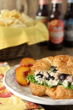 Gorgonzola Chicken Salad Sandwich with Grapes and Walnuts   http://www.creative-culinary.com/gorgonzola-chicken-salad-sandwich-grapes-walnuts/