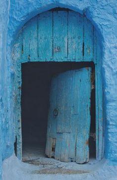 Old door photo by Oumaima Ben Chebtit (@oumi) on Unsplash