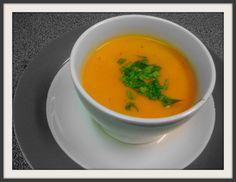 Wortel paprika soep met rode curry en kokos