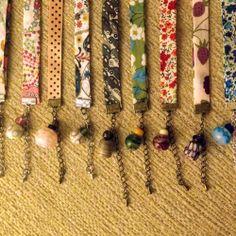 ¿Conoces nuestras pulseras? Son de suaves cintas estampadas, con cierre de cadenita y con una cuenta de cristal de Murano hecha a mano a juego.  7 euros cada una no te quedes sin la tuya!!