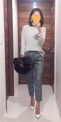 - Grey sweater: MUJI - Pants: ROPE - Bag: HELEN MOORE - Pumps: Jimmy Choo