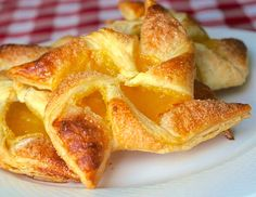 Lemon curd and frozen puff pastry is all you really need to make these impressive and beautiful lemon pinwheel danish. Impress your weekend brunch guests.