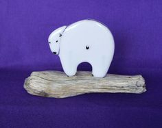 Polar bear on wood from the beach Doo it - just doo it: strandingstræ