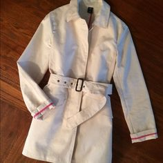 """GAP Jacket Size Small Ivory GAP jacket size small. Detachable belt, hidden buttons.  Approx 30"""" long and 17 1/2"""" wide. 100% cotton, machine wash. Very good used condition. GAP Jackets & Coats"""