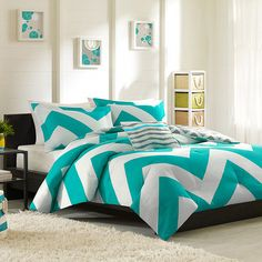 Showcasing an eye-catching chevron motif, this chic duvet set brings perfectly patterned style to your guest room or master suite. Pr...