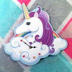 Orologio per cameretta Unicorno - #unicorn #unicorno #wallclocks #orologiodamuro Clock Art, Desk Clock, Clocks, House Ceiling Design, Clock For Kids, Home Aquarium, Clock Ideas, Girl Nursery, Pallets