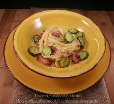 Pasta alla carbonara con zucchine e pancetta